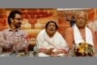 Aamir Receives Dinanath Mangeshkar Award for <em>Dangal</em> From RSS Chief