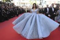 'Unveiling' Aishwarya Rai's Sensational Look on Day 4 of Cannes-2017
