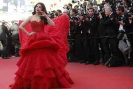 Aishwarya Rai Bachchan Is Back With Her Purple Lips At Cannes
