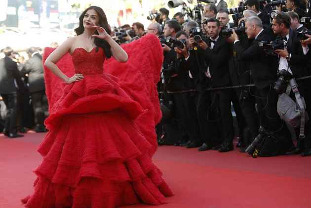 Aishwarya Rai Bachchan Is Back With Her Purple Lips At Cannes