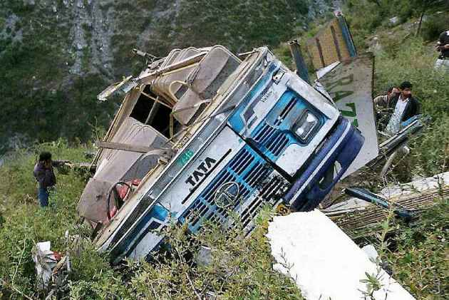10 dead, 30 injured in a bus accident