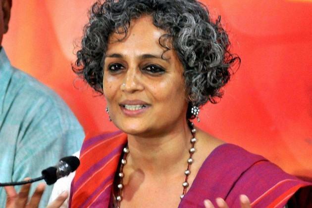 Arundhati Roy, Kundan Shah, 22 Others Return National Awards