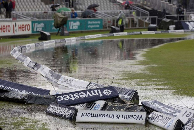 Rain Stalls Play but England Take 85-Run Lead