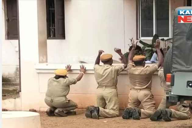 Four home guards made to kneel down for coming late