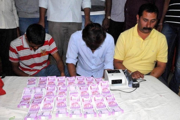 Rs 33 lakh in new Rs 2000 notes seized, 5 detained