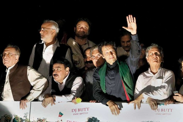 Lawmakers of Imran's Party Quit But Offer Resumption of Talks