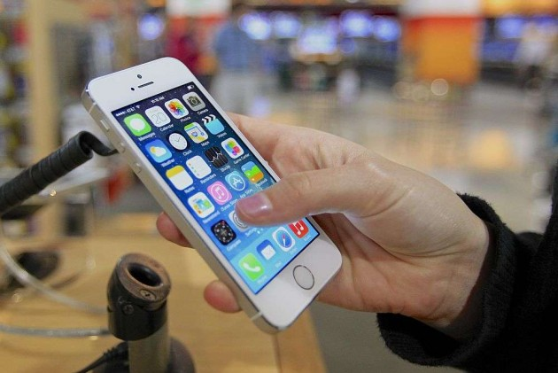 Central Govt Taps Over 100,000 Phones a Year: Report