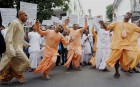 WB: ISKCON Monks Protest in Front of Russian Embassy