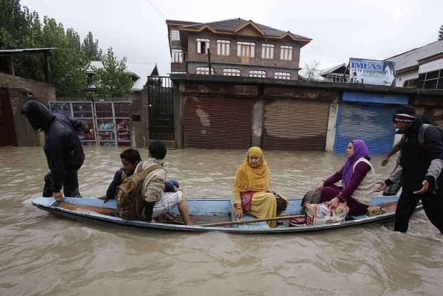 Jhelum Flows Above Danger Levels, Flood Alert in Srinagar