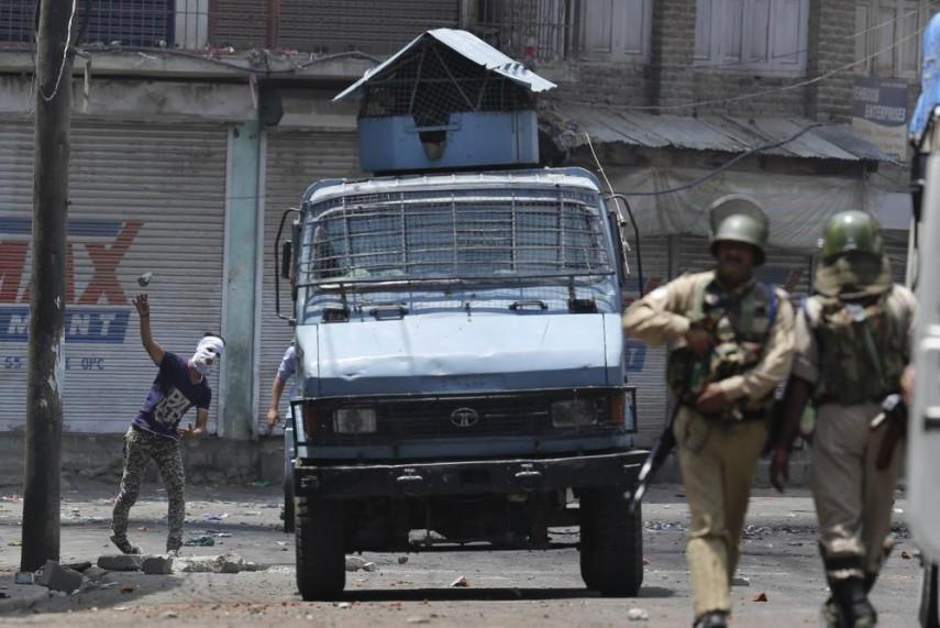 Modi calls emergency meeting as Kashmir death toll rises