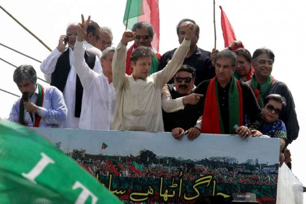 Anti-Govt Protesters Vow to Oust Sharif
