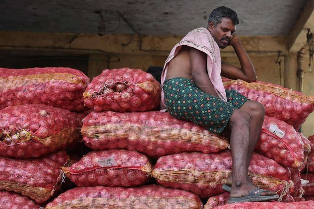 Govt Cuts Minimum Export Price of onion to USD 350/Tonne