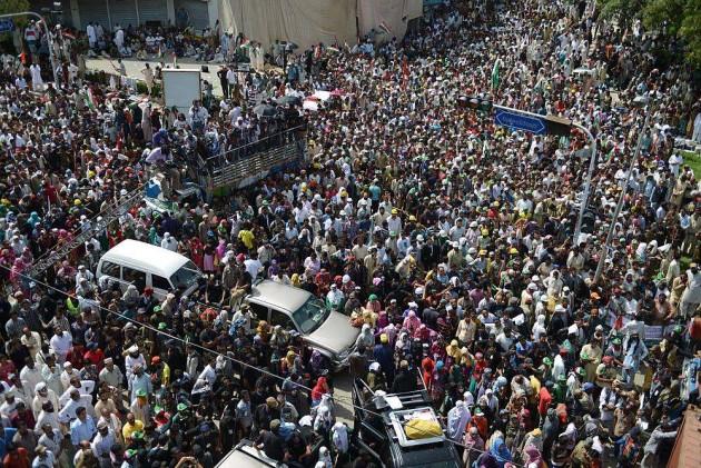 Imran Khan, Qadri Set a 48 Hr Deadline for Sharif's Resignation