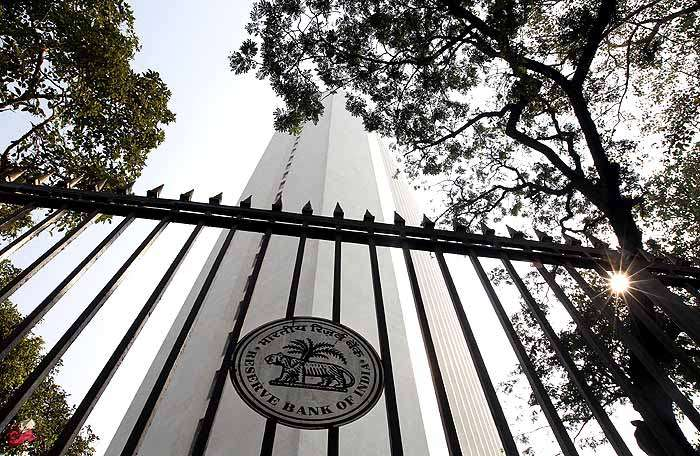 RBI Keeps Key Rate Unchanged as Inflation Remains a Concern