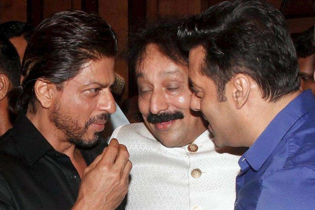 Salman Khan Praises Trailer of SRK's <i>Happy New Year</i>
