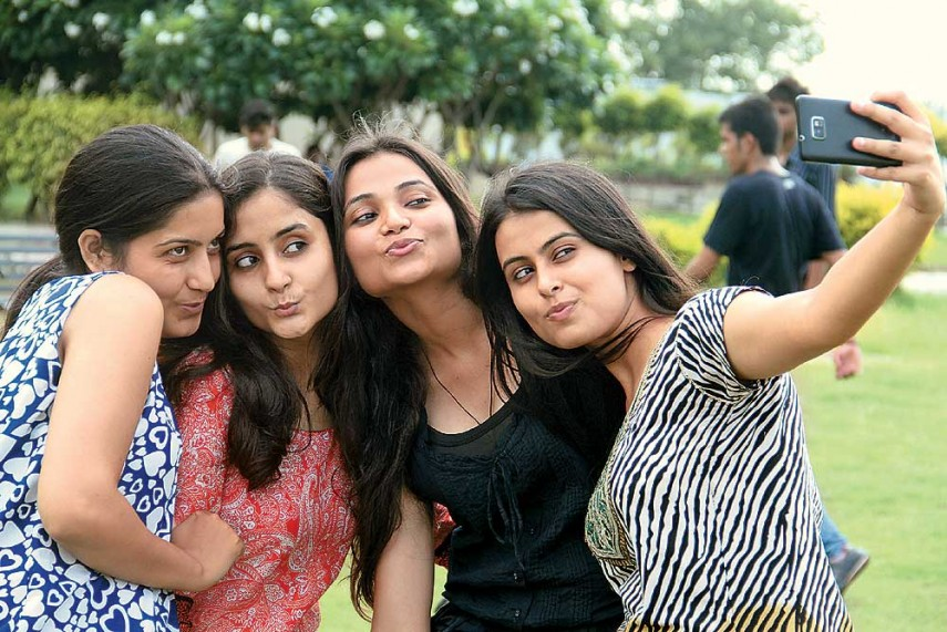 Selfie Paradox: Study Finds People Love Their Own Selfies But Not That Of Others
