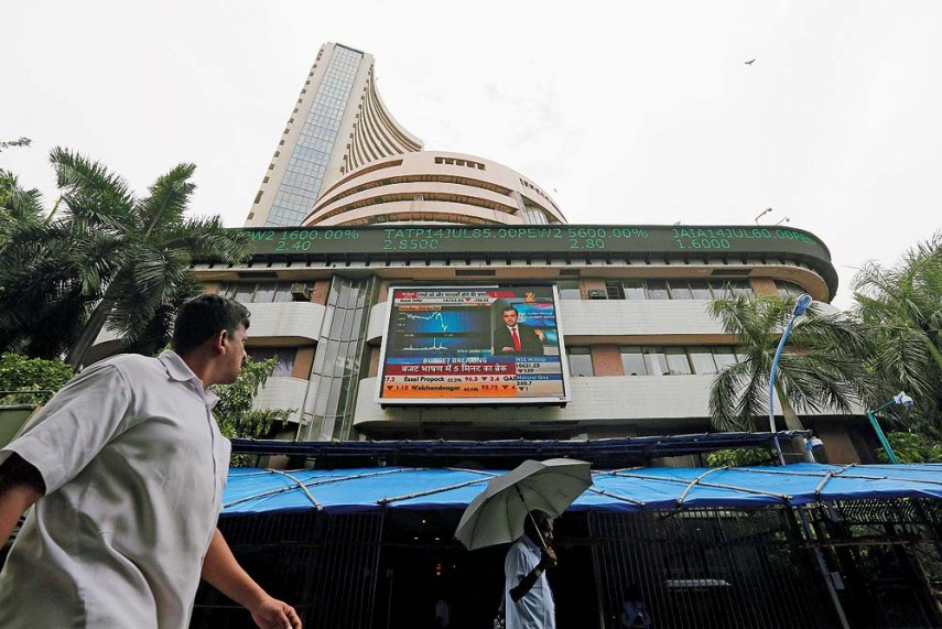 Sensex falls 385 points, Nifty at six-month low amid demonetisation blues