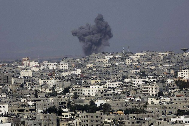 Israel Pounds Gaza as Palestinians Urge Resumption of Talks