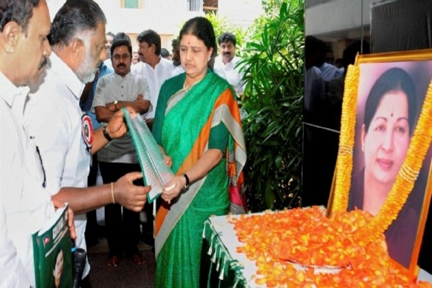 No swearing-in for Sasikala just yet, Governor decides to maintain status-quo