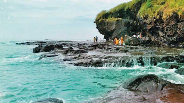 Rugged shoreline, Harihareshwar
