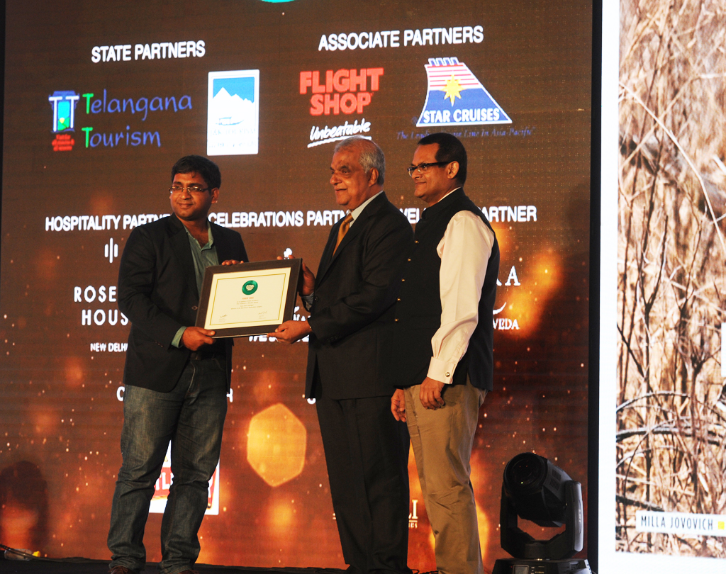 Amit Anand, Director Tourism, receives the Readers' Choice award for Best Beach Destination for Andaman & Nicobar Islands