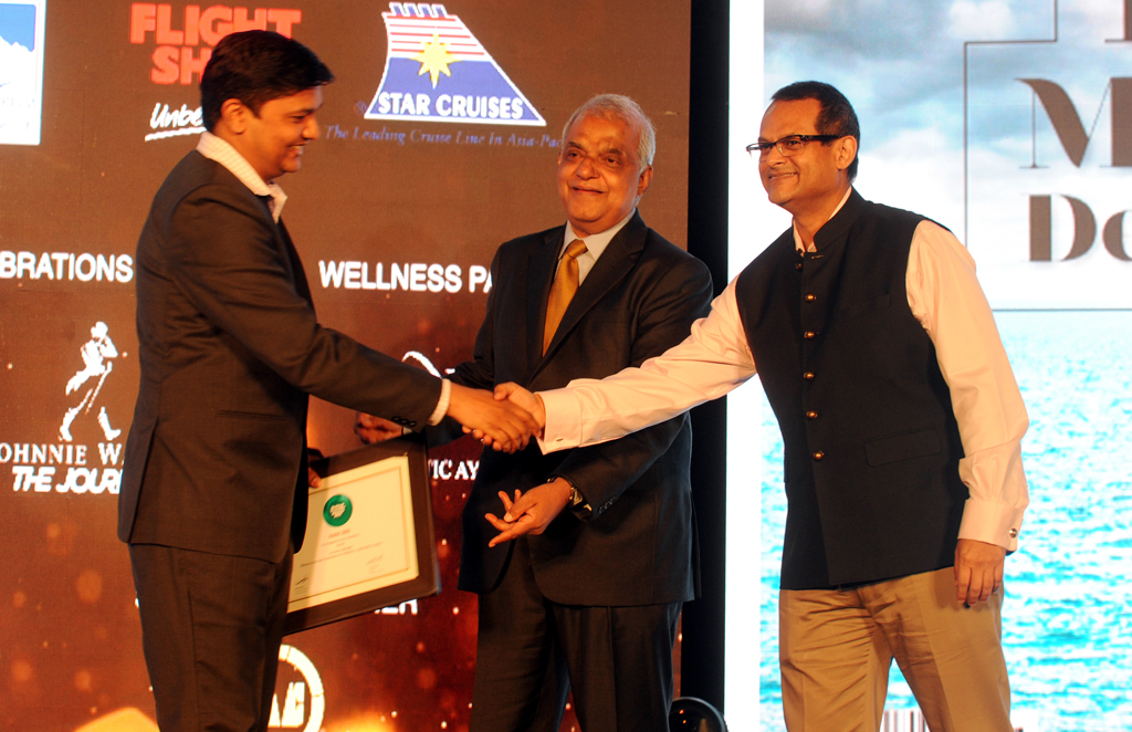 Balakiran, Director, Kerala Tourism, receives the Readers' Choice award for Best Destination for Wellness & Spirituality for Kerala