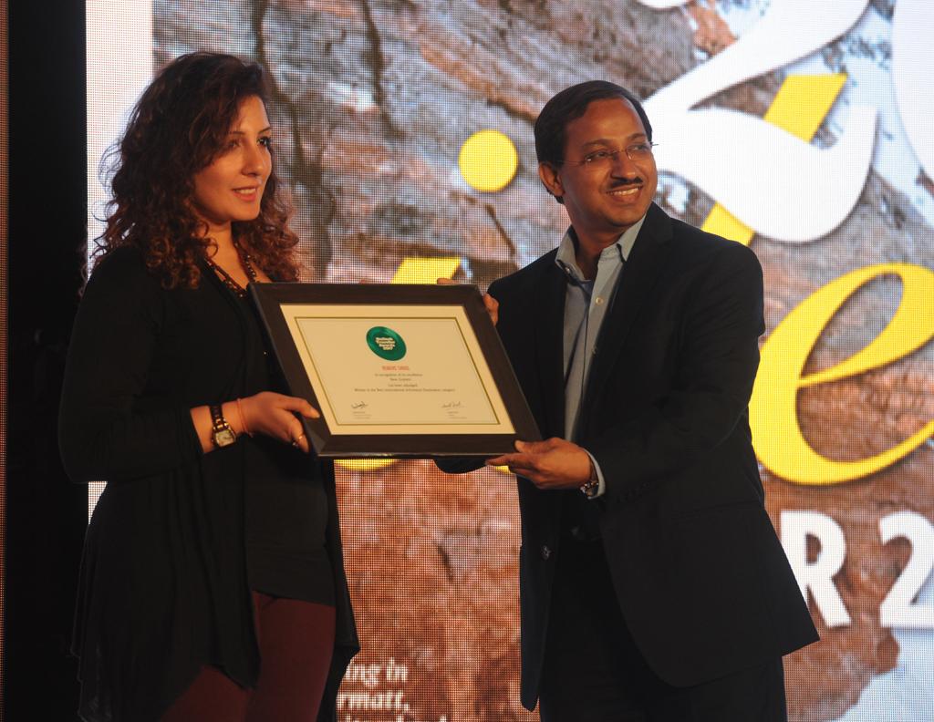 Kanika Arora, Marketing Development Manager – India, receives the Readers' Choice award for Best International Adventure Destination for New Zealand