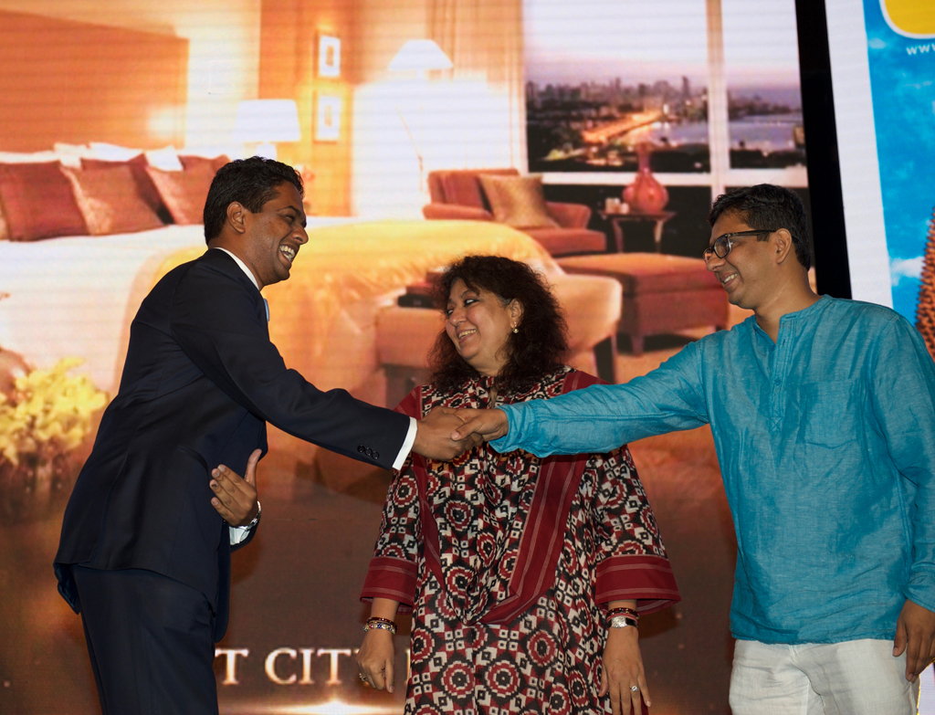 Paritosh Mall, Sales Manager, receives the award for Best City Hotel for Four Seasons Hotel Mumbai