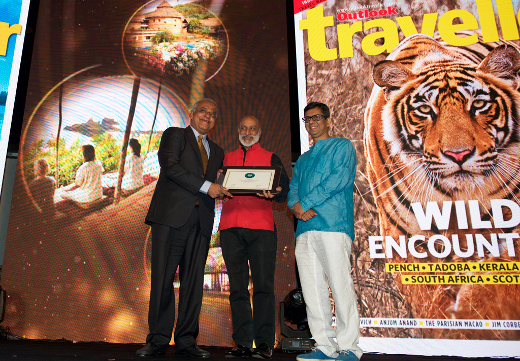 Jose Dominic, MD & CEO, CGH Earth Group, receives the Editor's Choice award for Outstanding Contribution to Travel