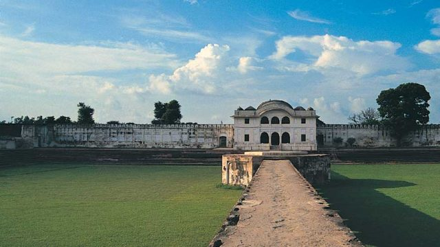 The deserted Aam Khas Bagh palace