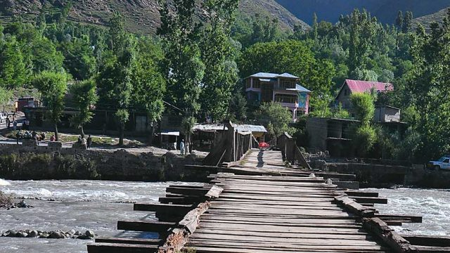 Bridge from Mamer to Daraduder, across the Sind River