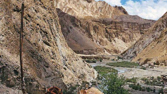 Chortens along the Markha River at Chalak, within Hemis National Park
