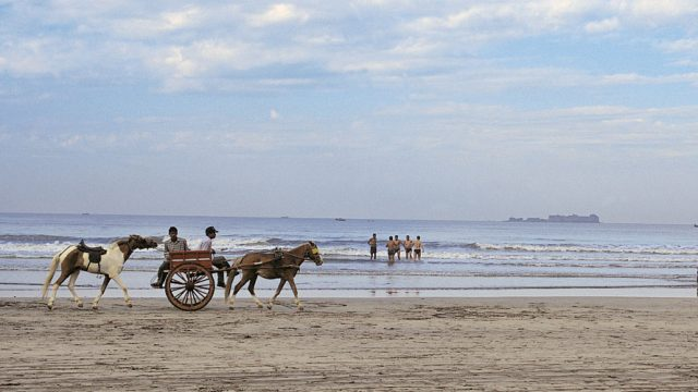 Horse-buggy rides on Murud beach
