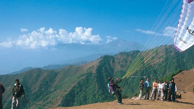 Spectators and paragliders, Billing