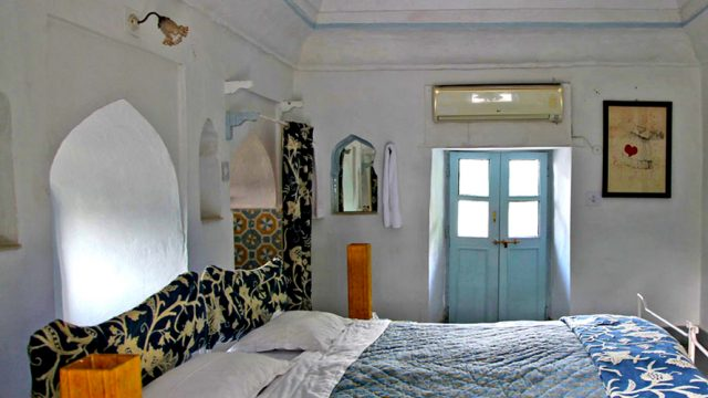 Done up in blue and white, Magpie is a comfortable room with character, perfect for budget travellers looking for a heritage experience.