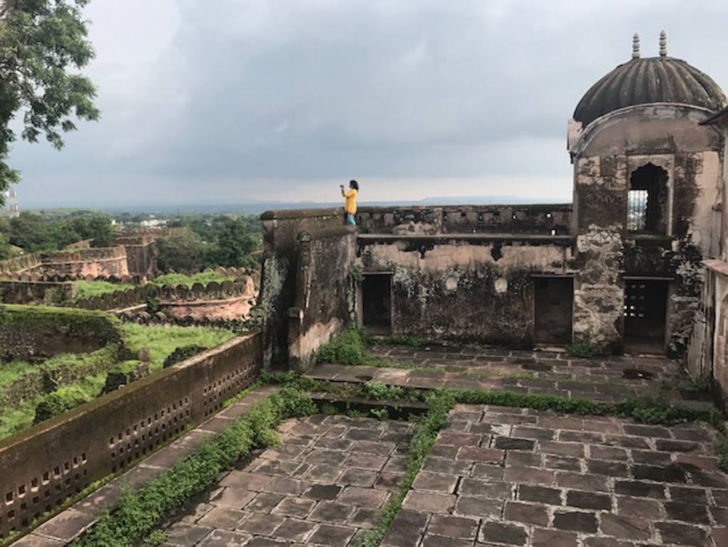 - If Dhar Fort has a Kharbooja Mahal named after its melon-shaped domes, Burhanpur's Shahi Palace has a Longi and Ilaichi Masjid named after its clove and cardamom shaped domes