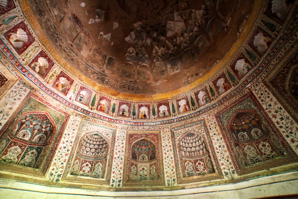 1. Begum Shah Shuja ka maqbara, the tomb of Shah Shuja's wife Bilkis Jahan, is suffused with lovely frescoes