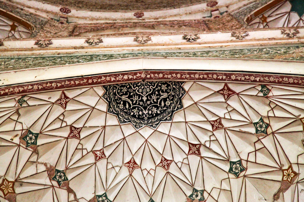 6. One can gaze at the intricate details painted under the domes, ceiling, and niches, for hours.