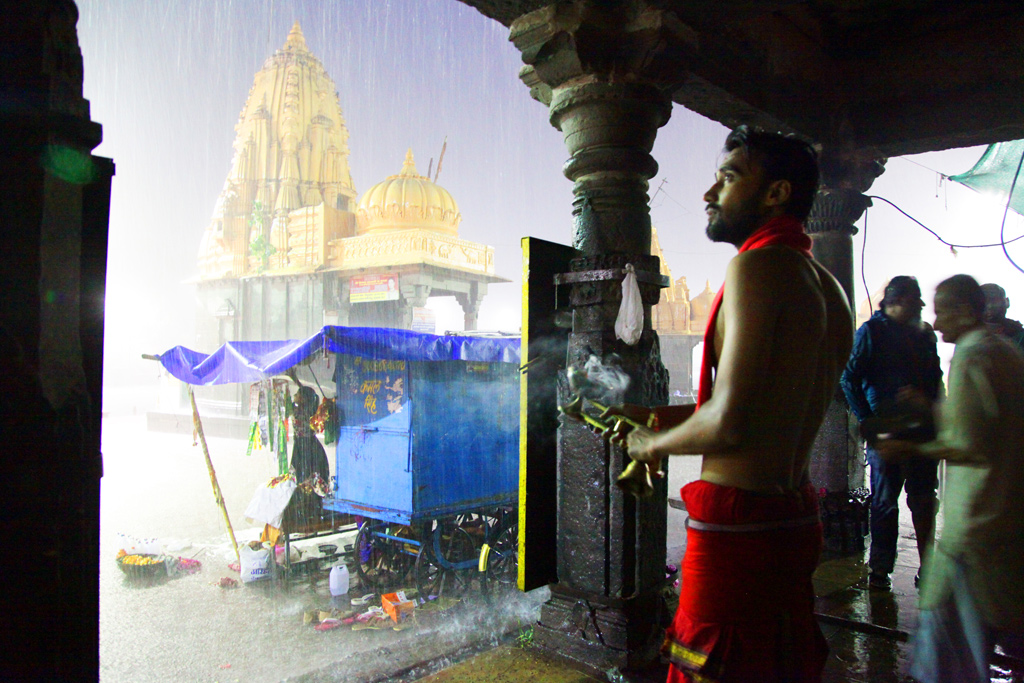 Kshipra arti is marked by rituals to worship the river.