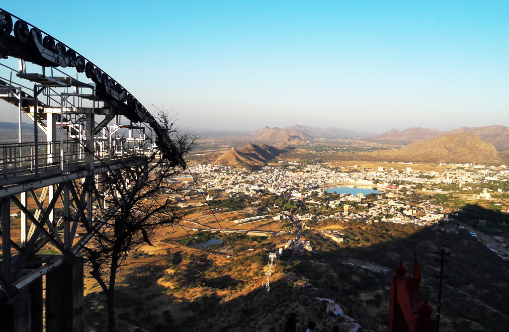 A cablecar ride to Savitri Mata Temple gives you a splendid sunset and sweeping view of Pushkar city and the lake