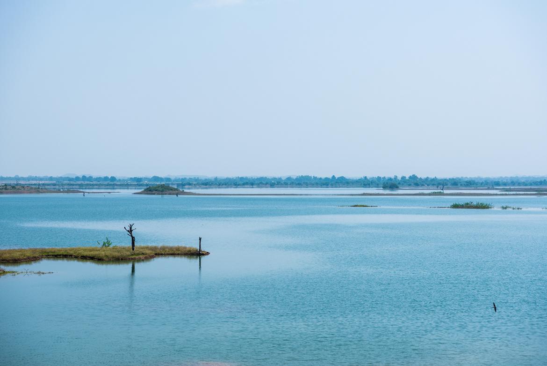 The expanse of the Mahanadi River, seen between Maihar and Bandhavgarh.