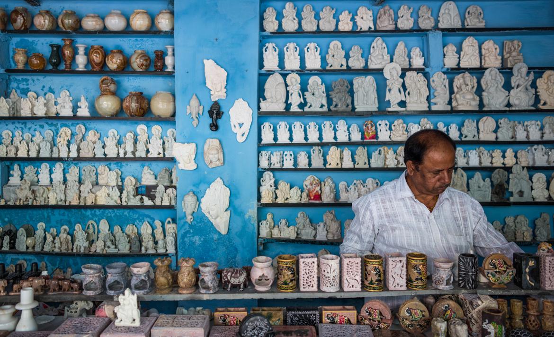 A marble souvenirs shop in Bhedaghat