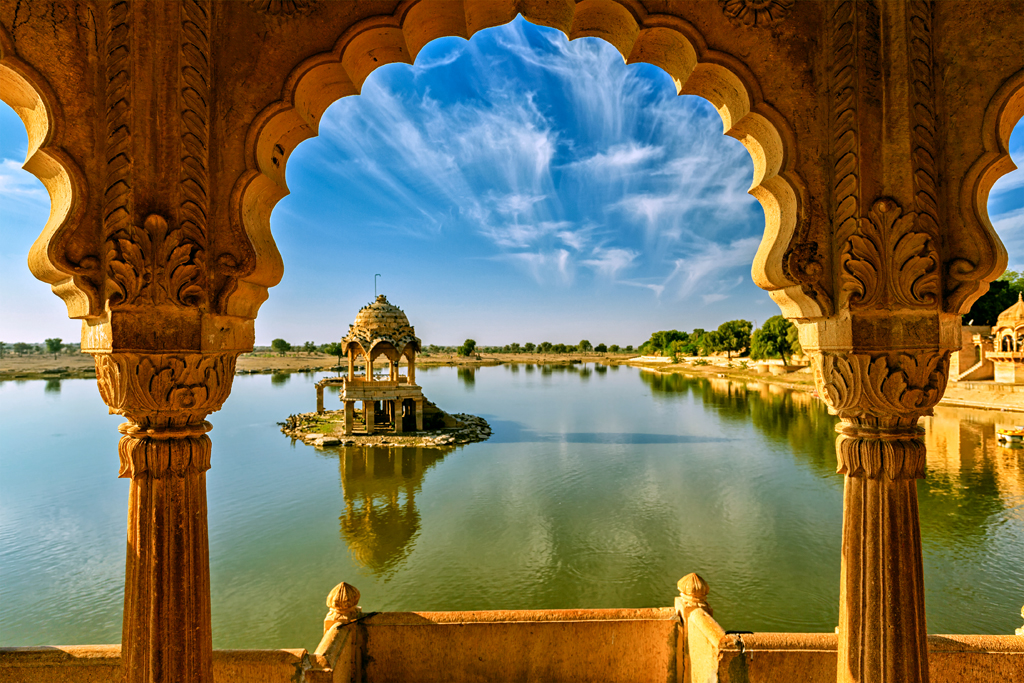 Shahrukh Khan's Paheli sure brought out the best of Rajasthan's heritage locations. This is Gadi Sagar Lake in Jaisalmer that also featured in the movie