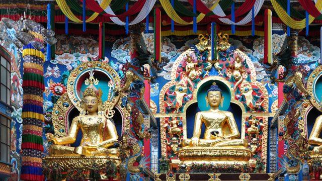 Gautam-Buddha-statue-in-cen