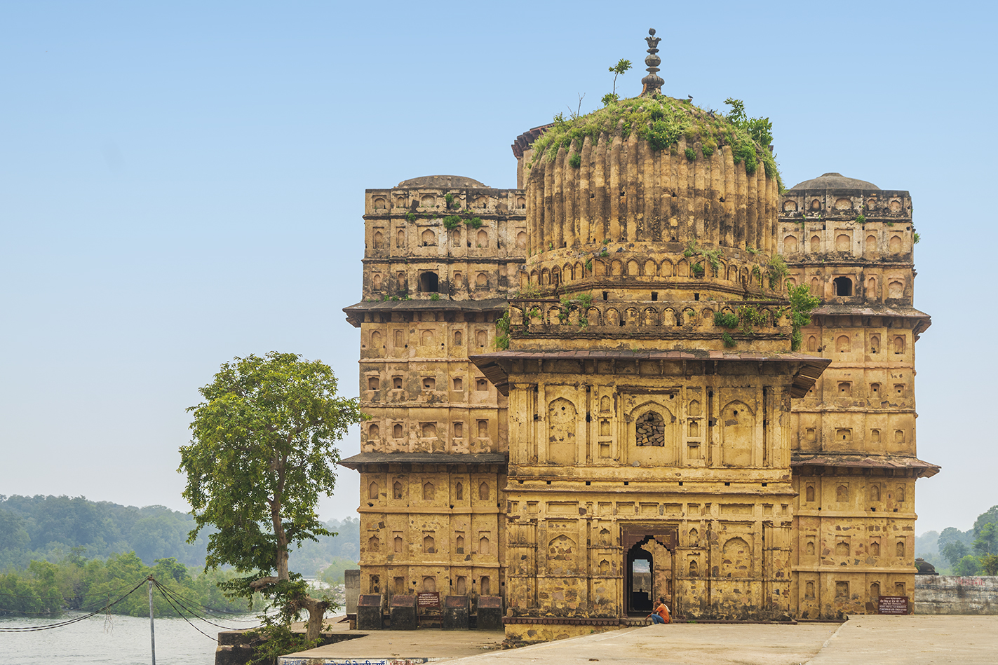 Situated on the banks of Betwa river, the cenotaph of Raja Vir Singh Deo is the most elaborate and remarkable