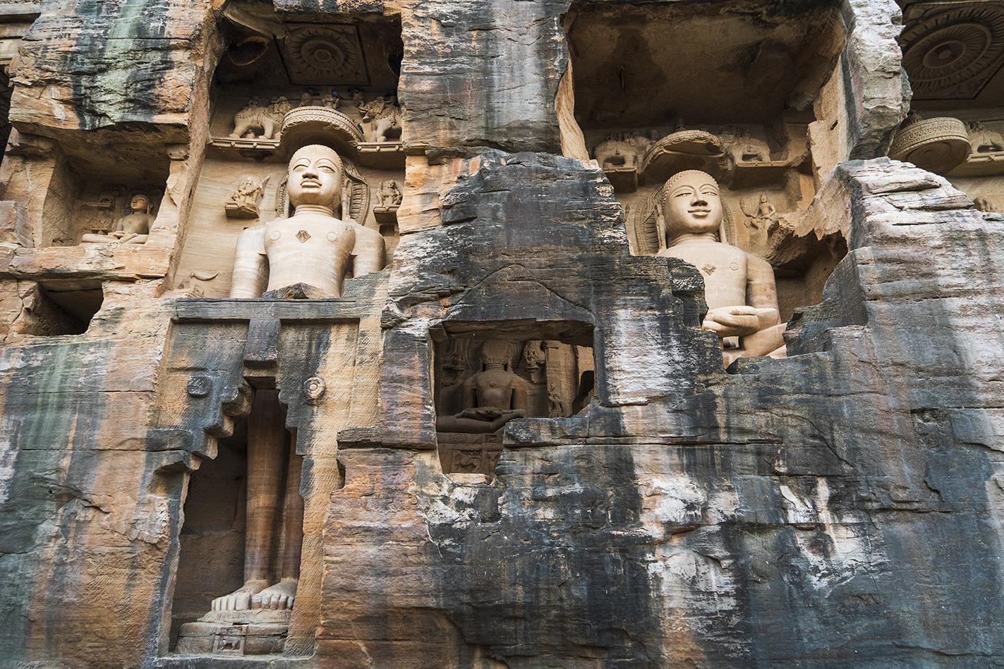 Ek Patthar Ki Bawadi group also known as 'Gopachal Atishya Kshetra' has 26 rock-cut caves in its cluster