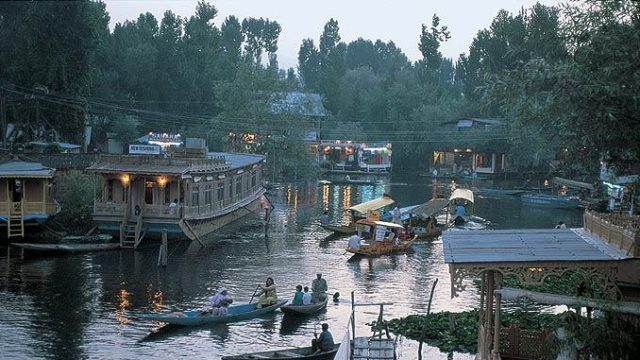 Houseboats line the shore of the Dal Lake